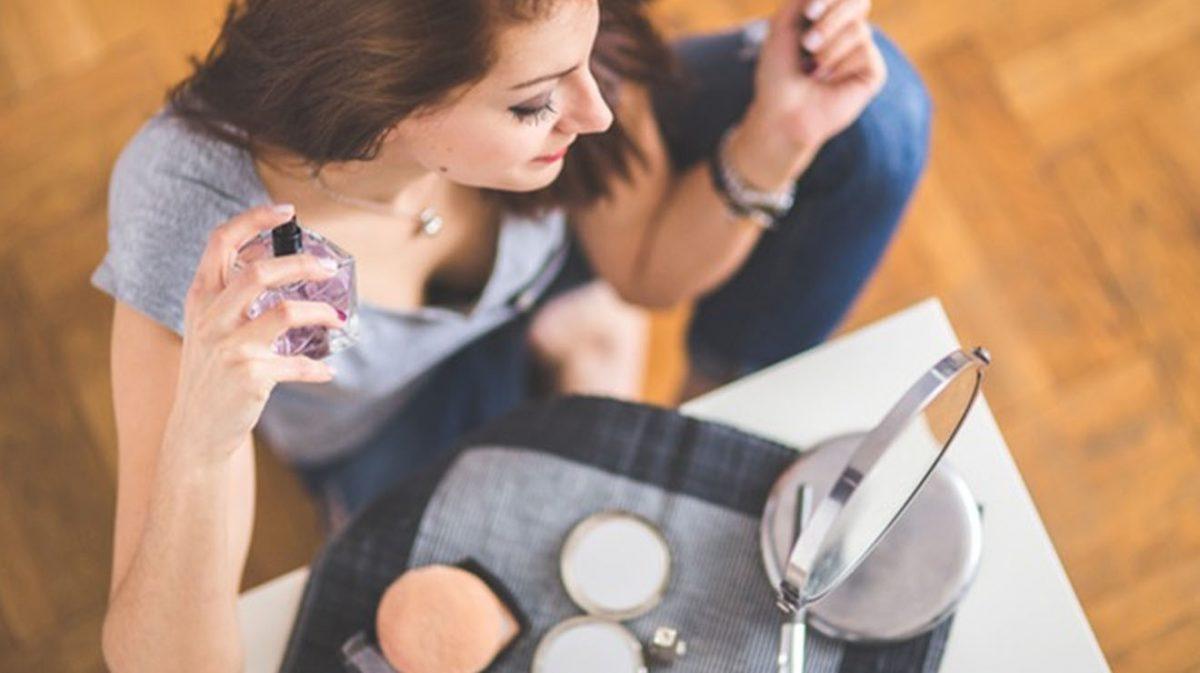 Women with makeup kit